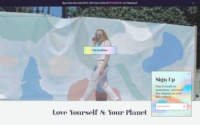 Screenshot of Evewear - Sustainable Sleepwear for Dreamers - YOUAREMADEOFSTARS